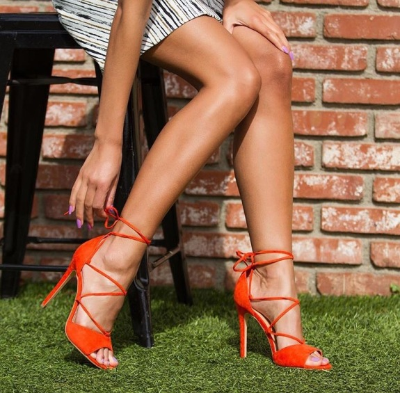 Sonia's Pick :: Add some pop of color to any outfit this summer with Kamaly in orange!